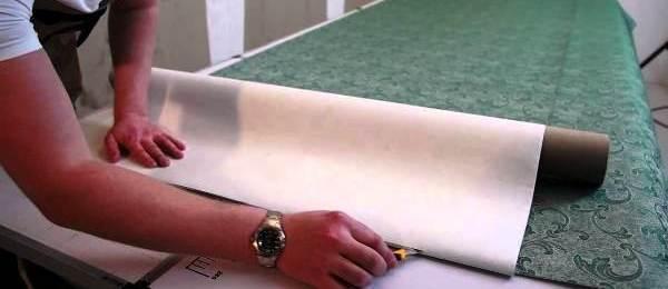 Нарезка рулона обоев на части
